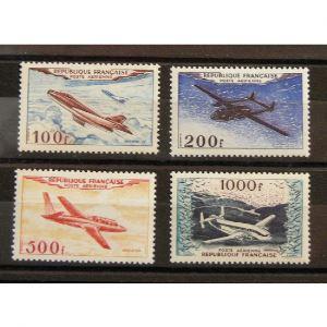 FRANCE, Poste Aérienne n°30-33 N**/* Cote 400€