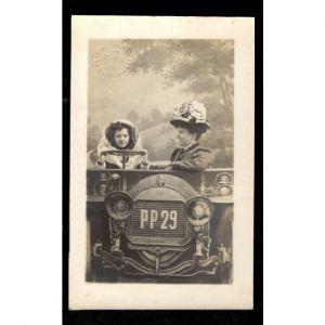 Photographie Femme et Fille dans Voiture